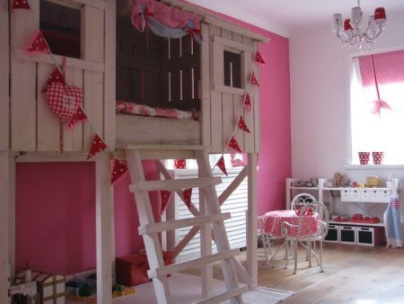 i would have killed for this bed as a kid. my daughter will have this haha