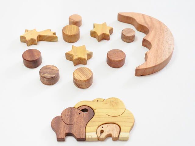 jucării lemn pentru copii mici