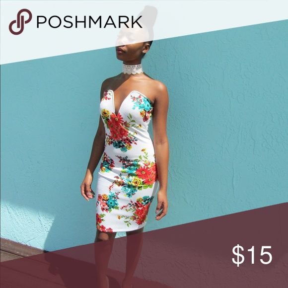 White Floral Body Con Dress Beautiful summer dress, white with floral design, model is 5'5 Dresses Strapless