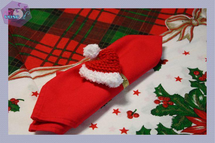 Avete già le sfere per decorare l'albero?Allora utilizzate i nostri decori all'uncinetto come Portatovaglioli natalizi.Delicati,originali e fatti da voi!!