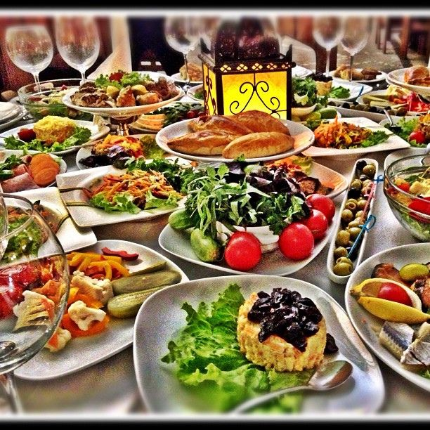 Typical azeri dinner table azerbaijan pinterest for Azerbaijan cuisine