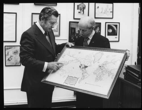 Herbert G. Klein examining a map of world destinations :: Herbert G. Klein examining a map of world destinations :: Herbert G. Klein Papers, 1940-2000. http://digitallibrary.usc.edu/cdm/ref/collection/p15799coll169/id/53