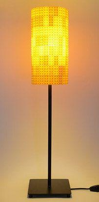 Ilumina tu habitación construyendo tu propia lámpara de legos. | 21 formas de reutilizar de mejor manera tus legos