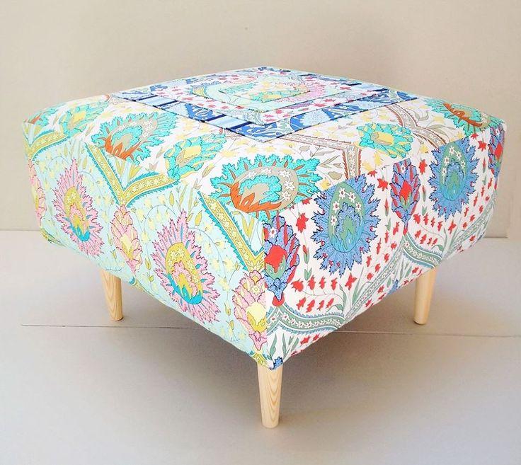 Creovaria i przecudna pufa stworzona z tkanin Home Decor z kolekcji Iznik od Snow Leopard.