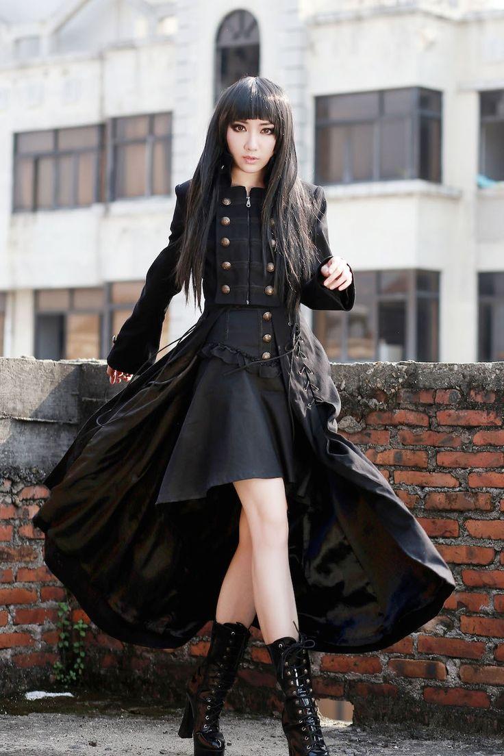 photo n°1 : Long manteau gothique femme 'black dove'