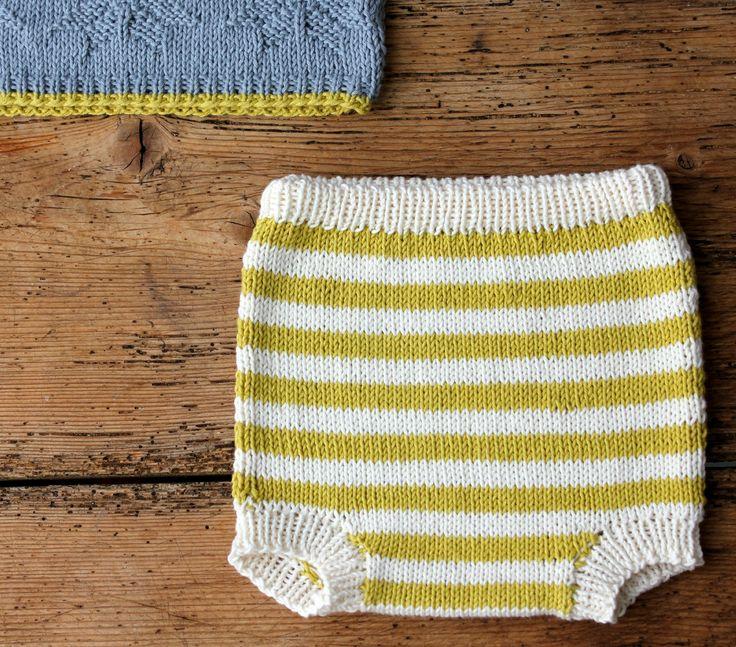 Jeg har nævnt det før – jeg elsker at strikke babytøj! Hvis du ikke har ork til et større strikkeprojekt, så er de her små baby-underhylere et godt starterstrikketøj. Strik dem ensfarvede eller stribede, og giv dem til en god og snarligt barslende veninde, kollega, datter, niece eller svigerdatter. De strikkes i det blødeste bløde økologiske bomuld fra Onion. Find…