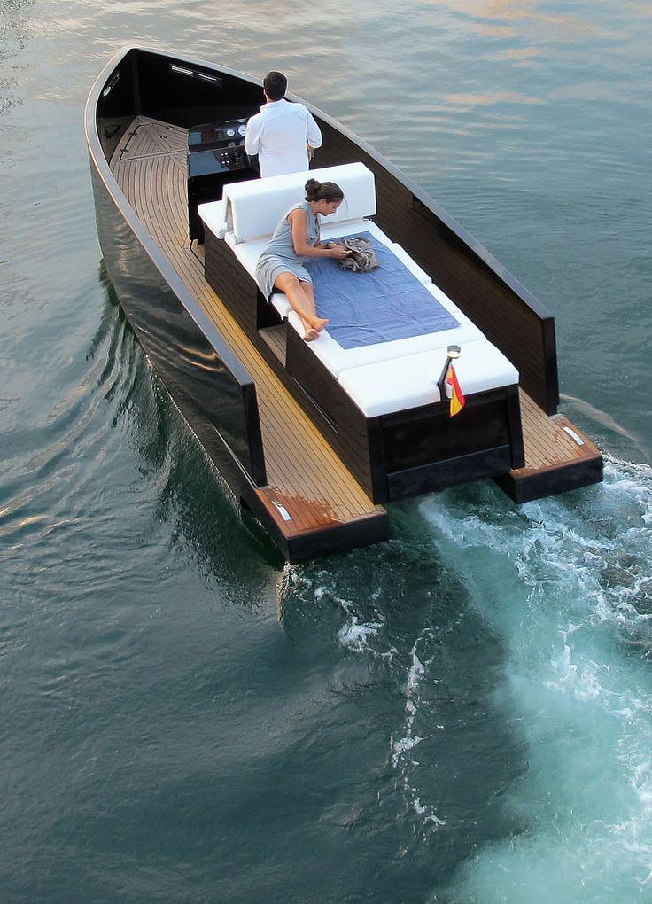 Deantonio Yachts presents the D23. Details here...