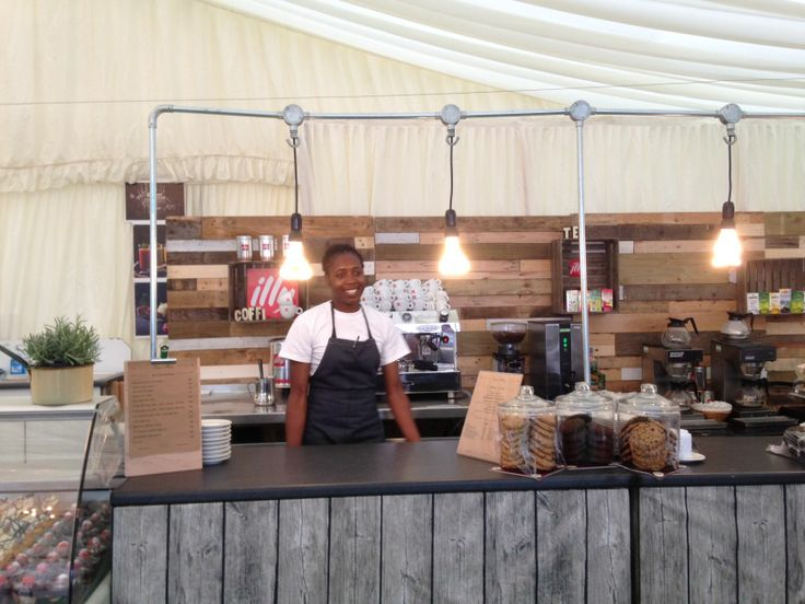 Graze restaurant @ the Hay Festival ~ walls made from old pallets