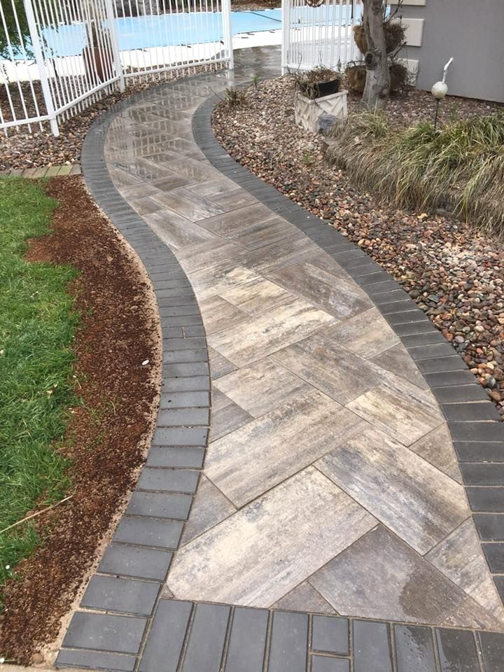 36 Garden Paving Designs To Make The Best Out Of Your Outdoor Space In 2021 Pathway Landscaping Pavers Backyard Small Backyard Landscaping