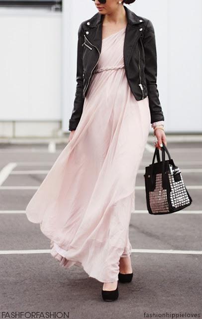 Ook tijdens de huwelijksreis mag je je nog even voelen als een bruid. Compleet in stijl met deze prachtige jurk, stoere pumps en kort leren jack. Vliegen maar!