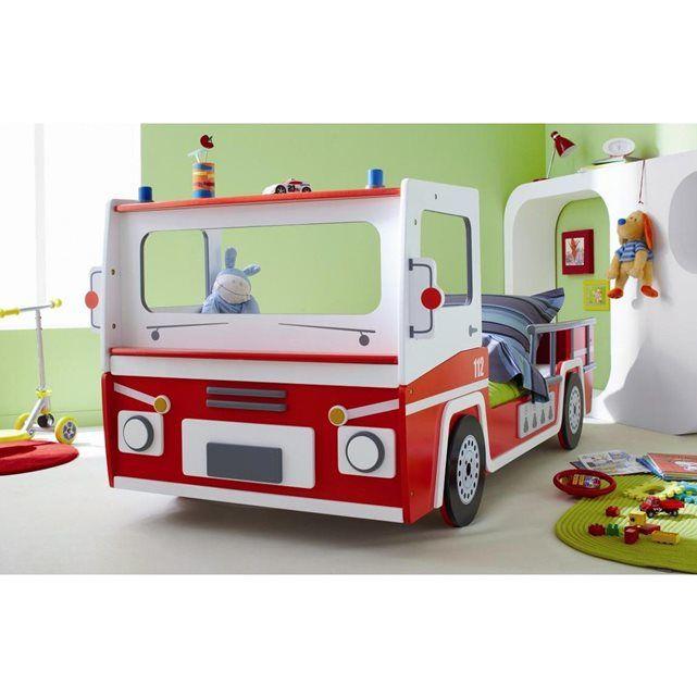Le lit Pompier est en bois décoré d'un motif rouge et blanc, idéal pour  apporter une touche de gaieté à la chambre de votre enfant. Son poids  total est de 60,5 kg. Livré en kit à assembler..