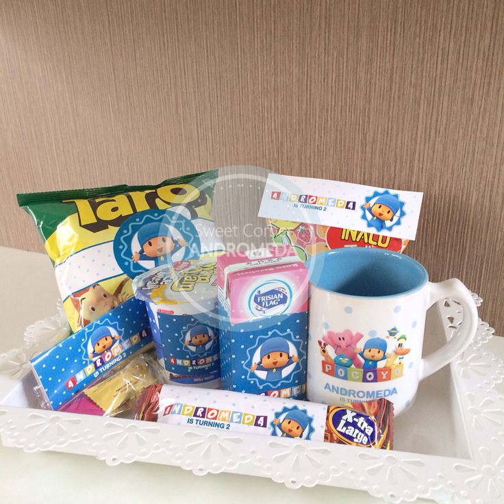 Pocoyo birthday hampers. They will love it!