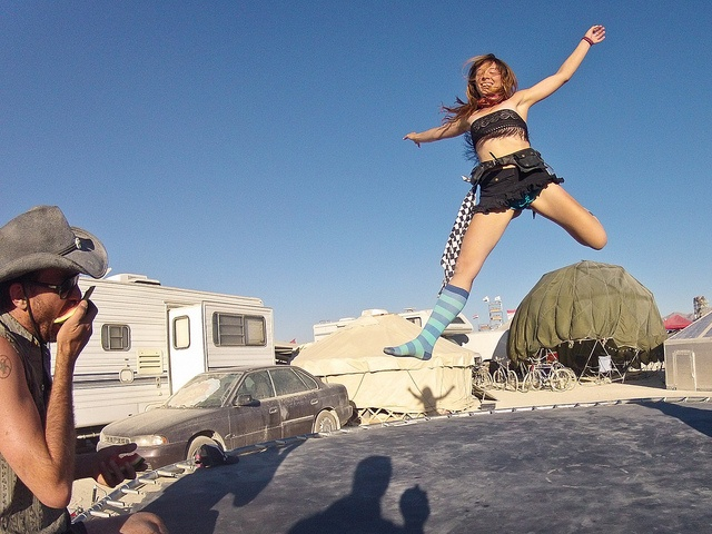 17 best images about insolite trampoline on pinterest billy ray water shoes and burning man. Black Bedroom Furniture Sets. Home Design Ideas