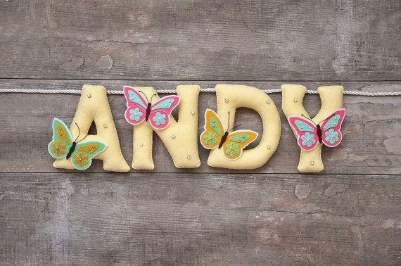 Banner di nome, farfalla nursery decor, lettere personalizzate, bandiera di nome del bambino, bambino nome garland, nome personalizzato di feltro del feltro, nome della stamina