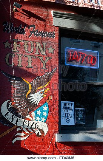 One of the tattoo shops in the East Village. Here there are many places where you can get a tattoo or piercing. - Stock Image