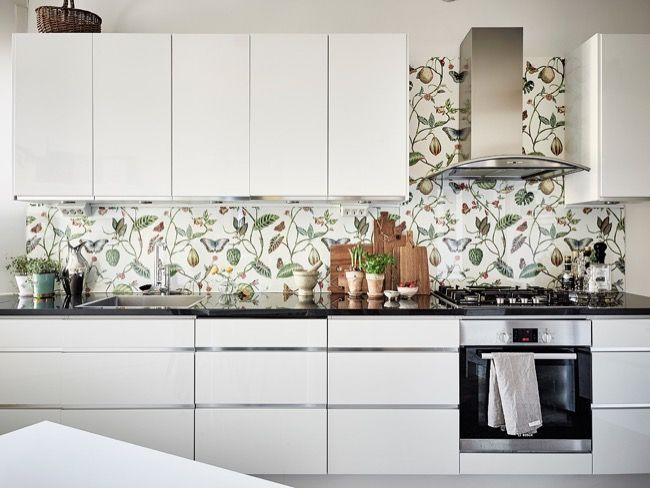 Cocina papel pintado - El color blanco y el estilo romántico se fusionan en este apartamento de ensueño
