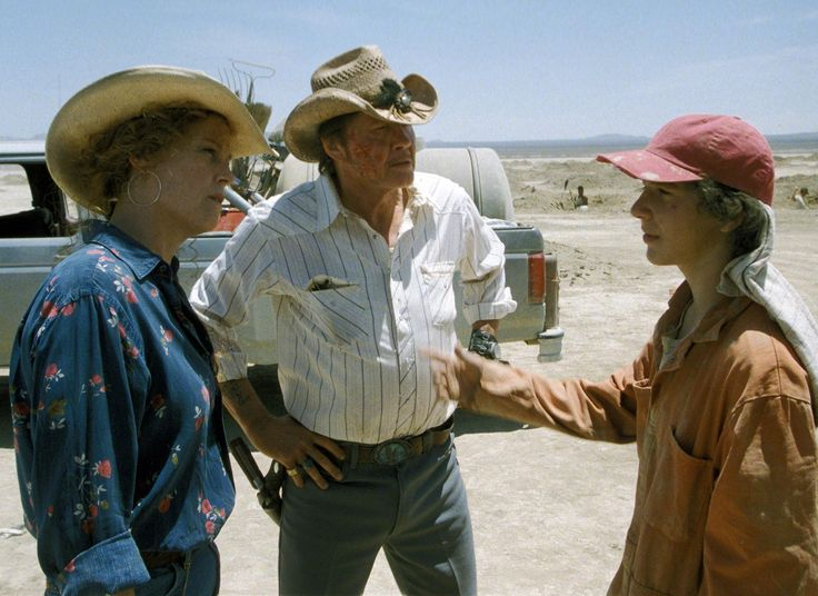 Still of Sigourney Weaver, Jon Voight and Shia LaBeouf in Holes (2003) http://www.movpins.com/dHQwMzExMjg5/holes-(2003)/still-2156179456