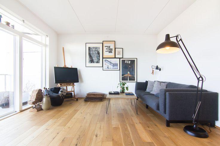 fernseher auf staffelei tv versteck interior. Black Bedroom Furniture Sets. Home Design Ideas