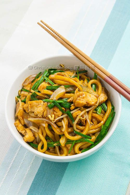 I reckon Japanese udon is the best light meal for my family through out the year. It's quick to whip it up in the last minute. By stir-frying the noodles with teriyaki sauce, it's heavenly tasty.
