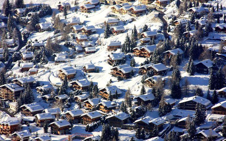 Verbier encanta em todas as estações! As colônias de férias, tanto no Inverno como no Verão, podem ser combinadas  com cursos intensivos de línguas, seja de francês, alemão, inglês ou  espanhol.