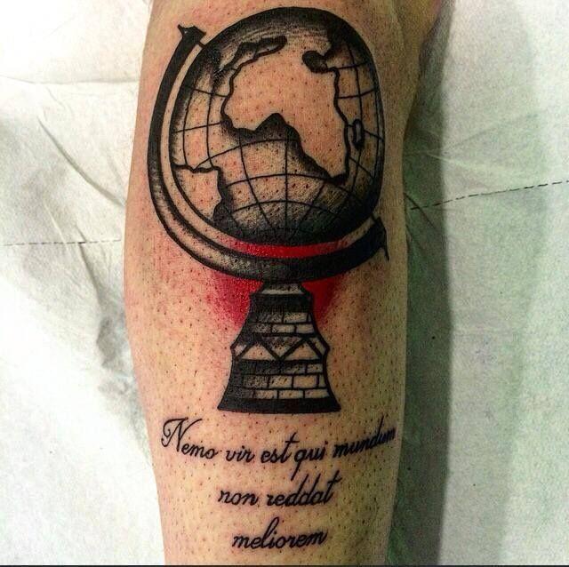 Il mondo..una freccia..una piuma.. Ricordi interiori di un viaggio..  Tattoo artist: il Corra  Tatuaggi traditional http://www.subliminaltattoo.it/prodotto.aspx?pid=08-TATTOO&cid=18  #subliminaltattoofamily   #corradocarnevali   #traditionaltattoo   #oldschooltattoo   #tradizionale   #mappamondo   #freccia   #piuma   #tattooartist   #tatuaggio   #tattoo