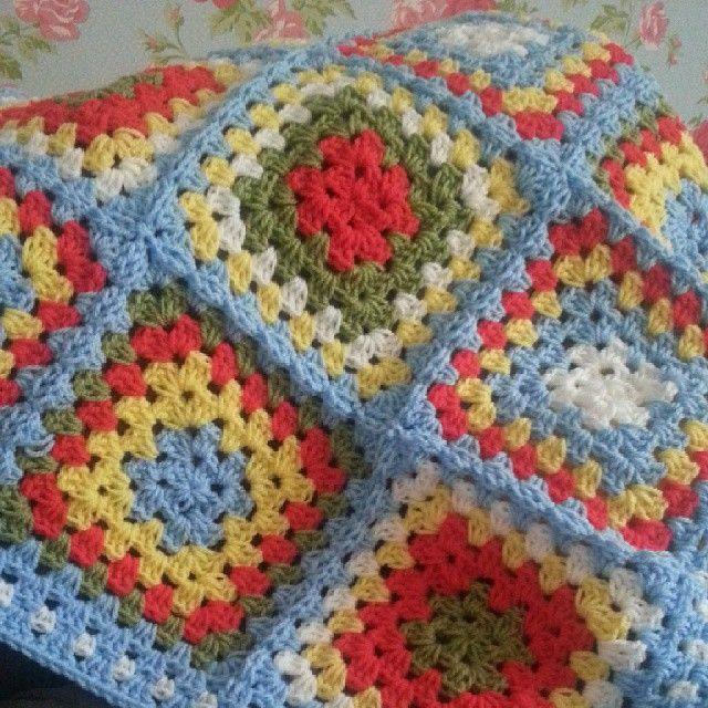 Baby blanket in classic granny squares, inspired by cath kidston colour palette ♡♡ #crochet #crochetblanket #blanket #crochetaddict #hookywork #cathkidston #shabbychic #homedecor #handmadehome #home#grannysquare #blanketmaking#nursery