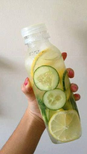 Skinny Body Fat Flush and Detox 1 cucumber 1 lemon 2 limes 1 bunch of mint Slice them all and divide the ingredients between four 24 oz water bottles and fill them up with filtered water. Drink daily Not only does this taste delicious and help flush fat, but it also counts toward your daily water intake! Lemons: Help in the absorption of sugars and calcium and cuts down your cravings for sweets.