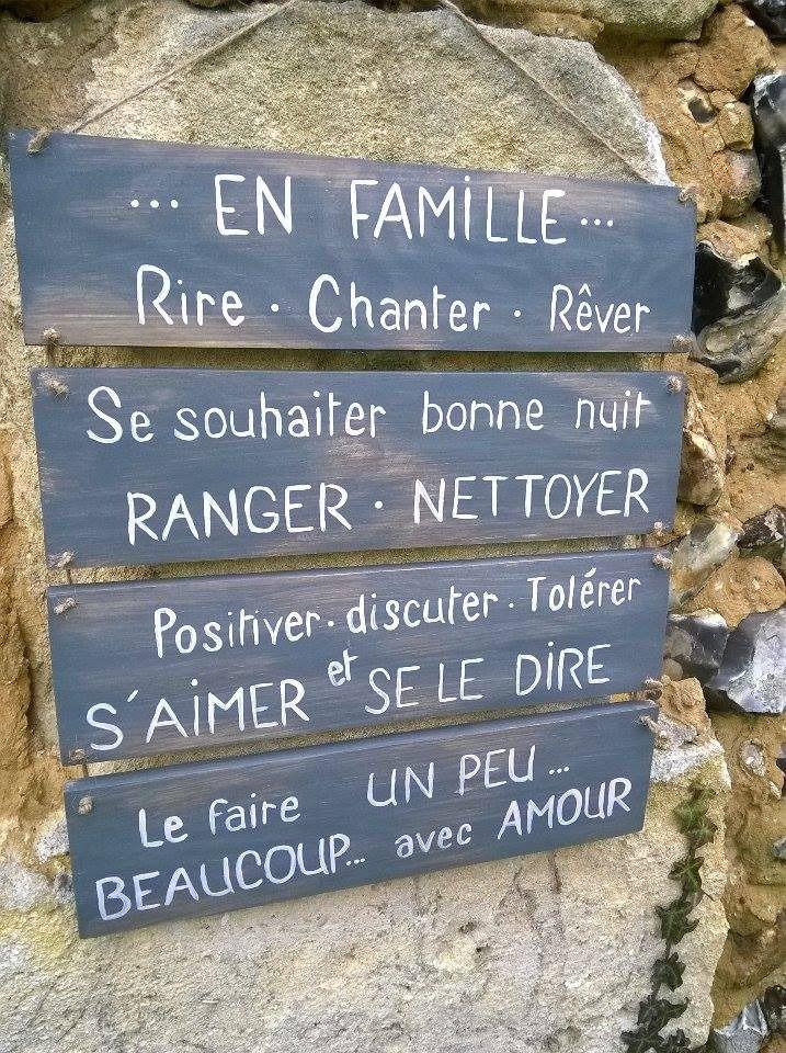 """plaque en bois message """"en famille"""" : Décorations murales par ptitecrea"""