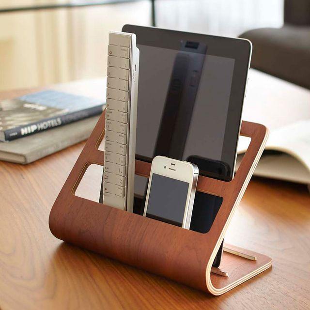 iPad、リモコン、スマホ、ココへ集合。。タブレット&リモコンラック リン