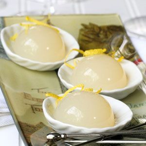 This hemispheric cocktail gel version of the classic French 75 will leave your guests asking for more! This solid cocktail, from jelly shot expert Michelle Palm, should definitely be added to your list of favorite molecular cocktails