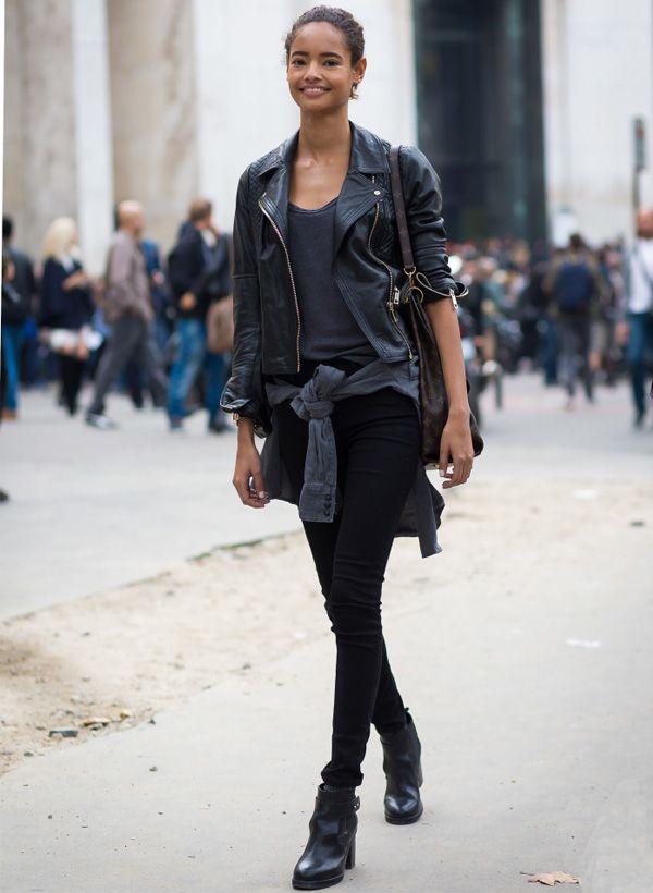 look todo preto blusa cintura calça street style malaika firth