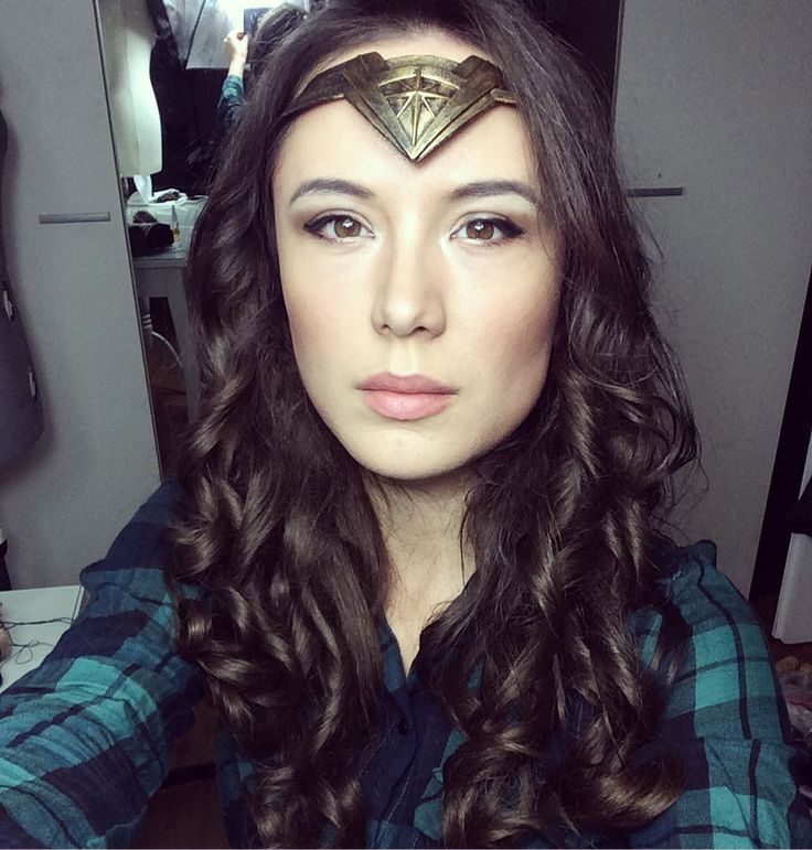 Wonderwoman Makeup complete! On my way to @kinopolis_de Darmstadt Cinema for my appearance and ready for action with Aquaman @cosschmiede #Wonderwoman #wonderwomancosplay #wonderwomanmakeup #galgadot