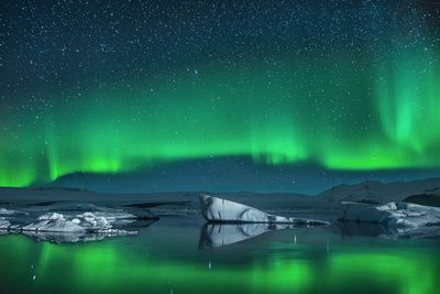 Icebergs under the Northern Lights Premium Poster at AllPosters.com