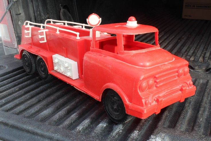 Reliable Fire Pumper Ladder Truck - plastic - Made in Canada - 20"