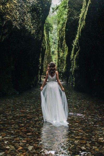 Fotos de casamento na floresta para um final de conto de fadasSe você perguntar, não dá pra ser mais romântico do que uma cerimônia na floresta...