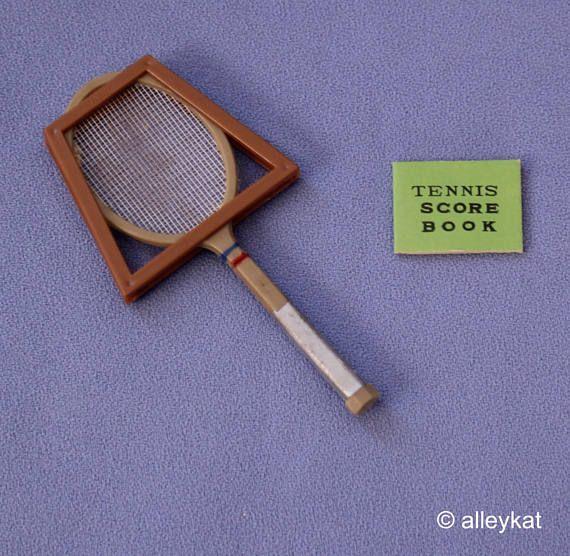 Raqueta de tenis Vintage Ideal Tammy muñeca prensa y libro de