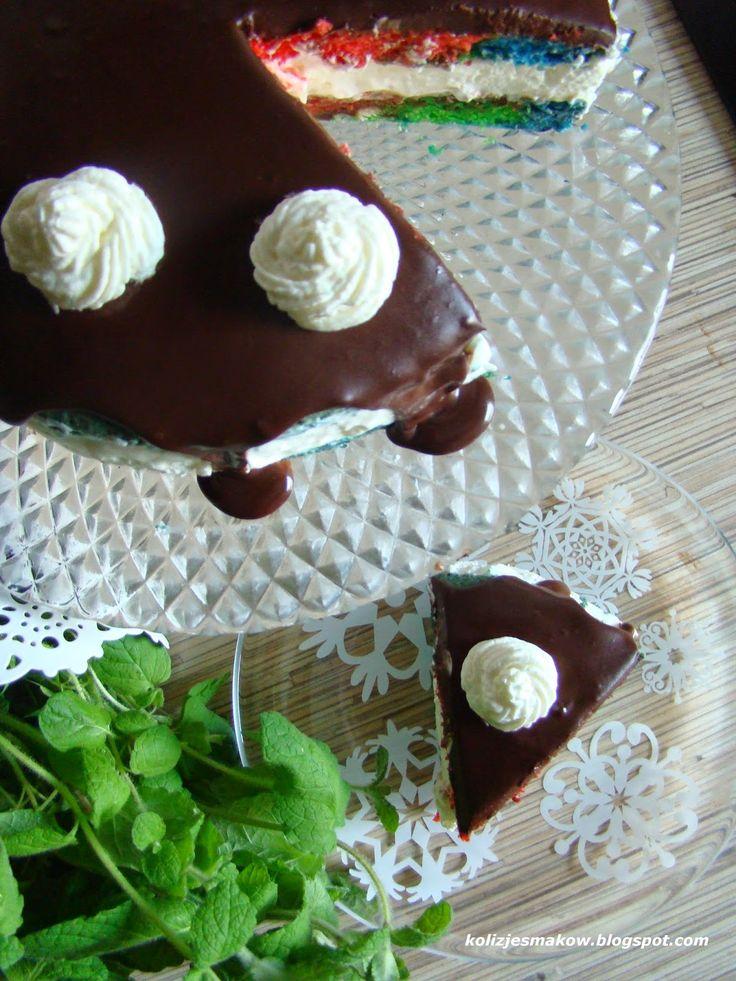 Kolorowe ciasto z kremem.