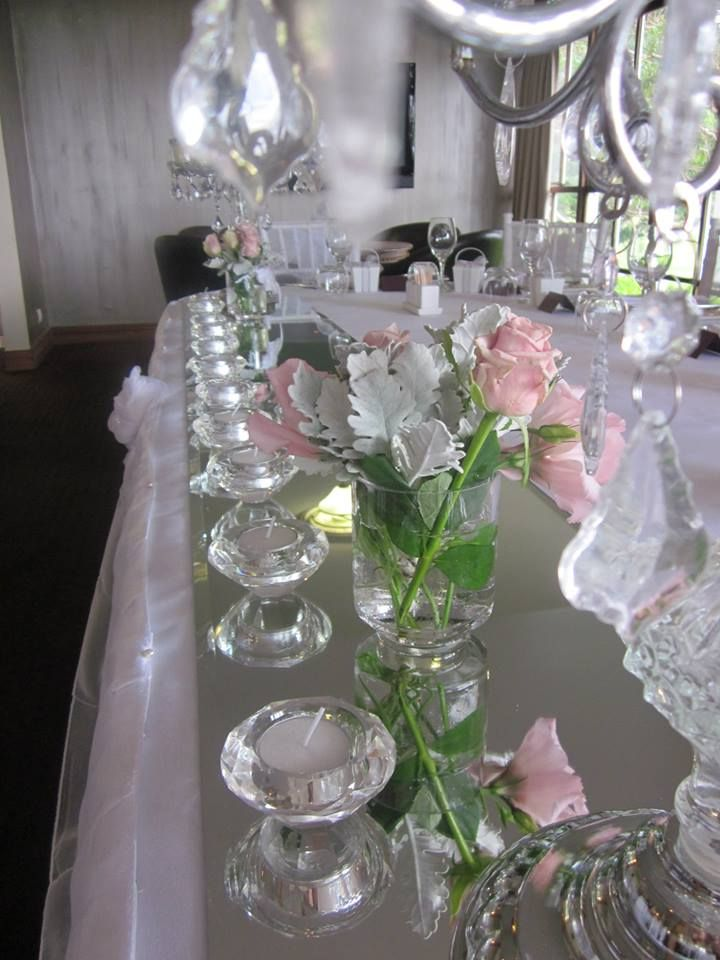 The bridal table setting before the candles were lit....so fresh and soft