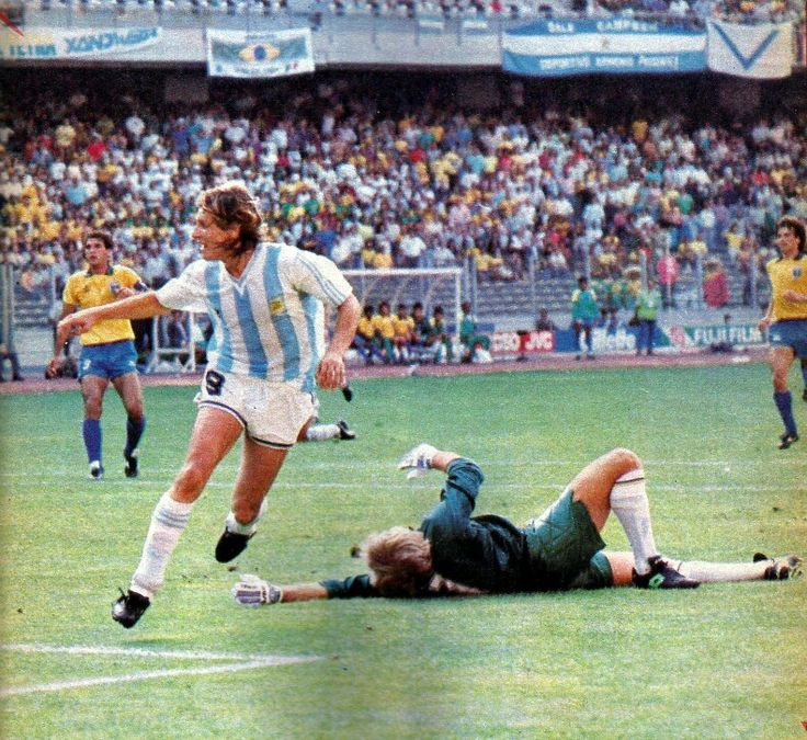 Brazil 0 Argentina 1 in 1990 in Turin. Claudio Caniggia makes no mistake and its 1-0 to Argentina with 82 minutes gone in Round 2 #WorldCupFinals