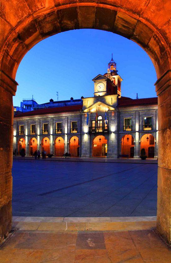 plaza-del-ayuntamiento-de-aviles.