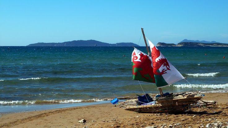 Red Dragon on the beach - Am Strand von Arillas im Nordwesten der Insel Korfu