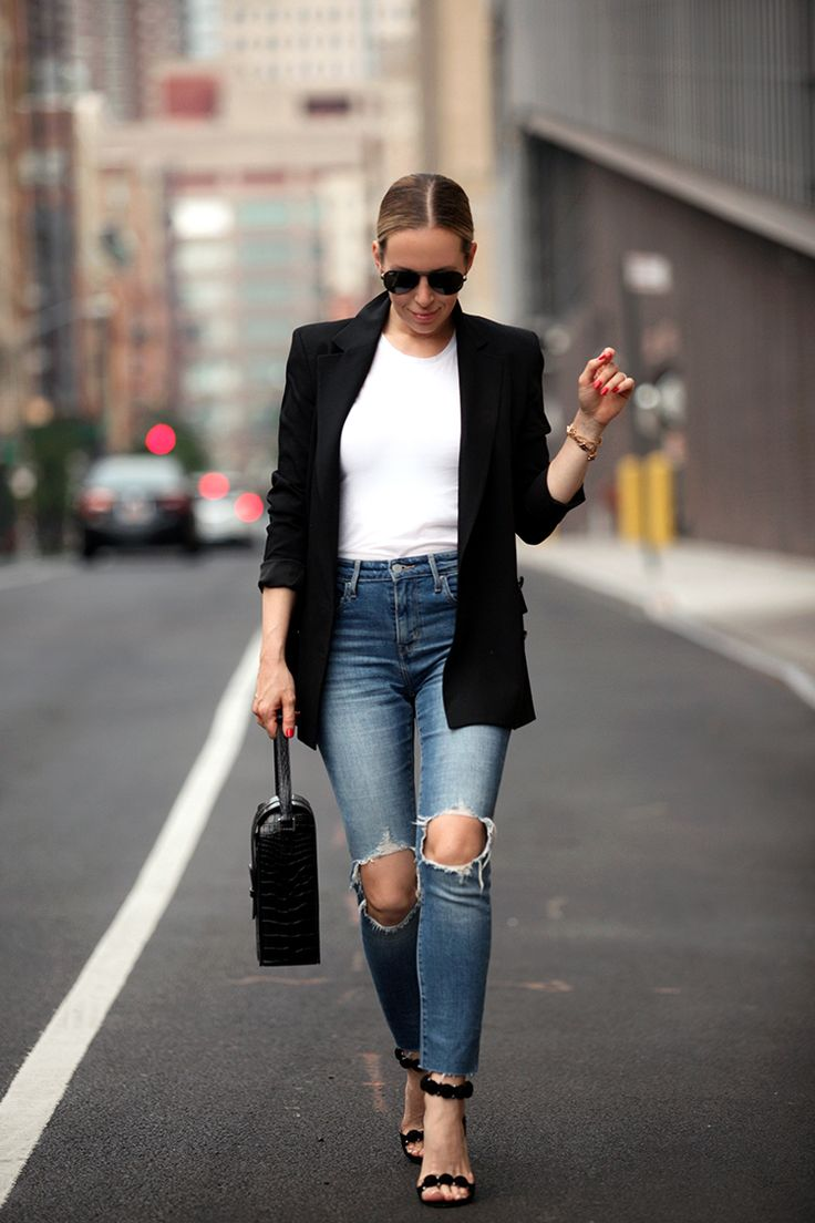Denim: Levi's (also available here) | Tee: Vince | Shoes: Alaia