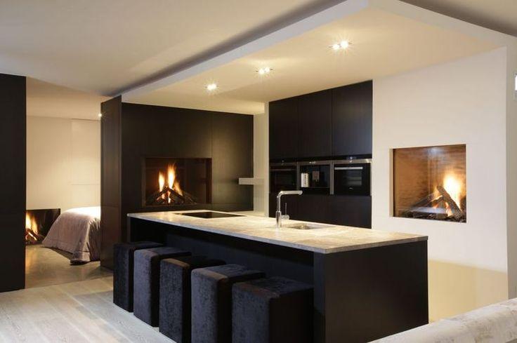 Full-base stools // Black and White Kitchen