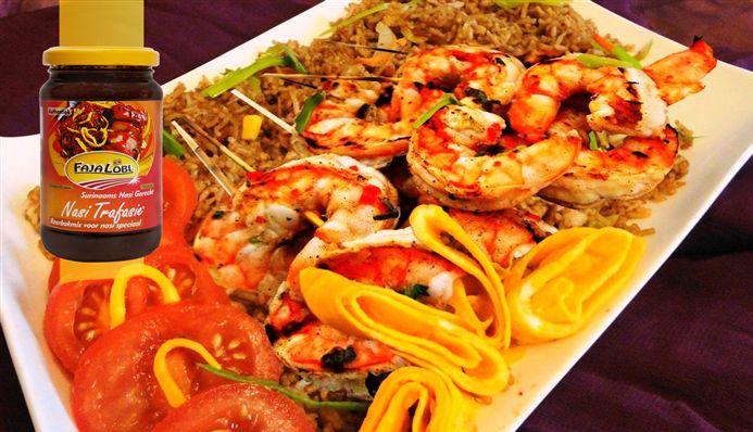 Surinaams eten – Grilled Garlic Shrimps (gegrilde knoflook garnalen met Javaanse nasi en ketjap saus)