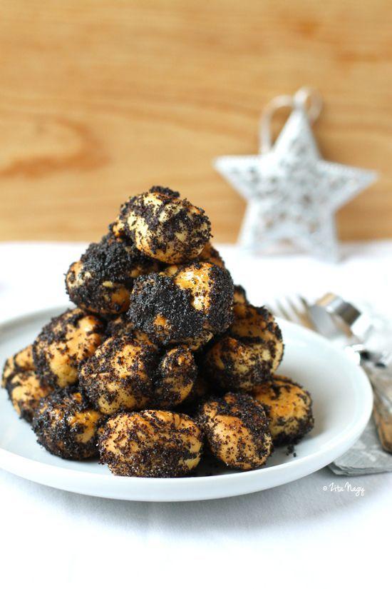 mákos guba, the traditional hungarian christmas dessert (recipe from ziziadventures.com).