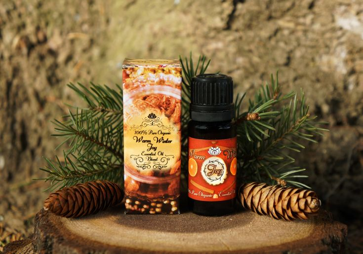 Warm Winter Joy is a unique and exceptional blend of 4 essential oils that has inspired comfort and contentment for many years, based on an authentic recipe passed down for dozens of generations!  Indulge yourself with warmth of sweet and spicy blend of Sweet Orange, Vanilla, Nutmeg and Cinnamon while snuggling inside your warm home in this beautiful winter season😊  It's on 40% discount now by the way 😉 🌲