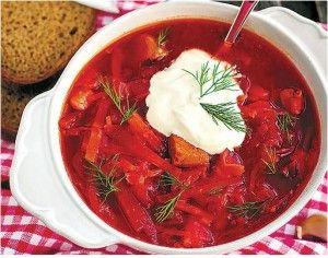 Borschtsch Originalrezept nach russischer Art. Einer der besten Eintöpfe mit Rindfleisch, Roter Bete, Weißkohl und Tomaten. Das Borschtsch Originalrezept...