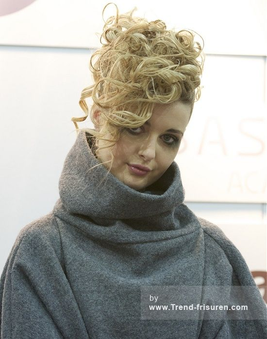 EMECHE Lange Blonde Weiblich Farbige Curly Hochsteckfrisur Renntag Frauen Frisuren hairstyles