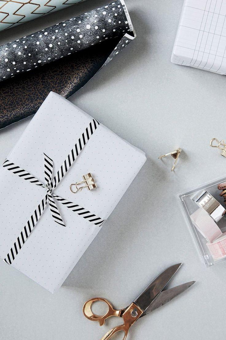 Christmas gift wrapping ideas. #giftwrap #giftwrappingideas