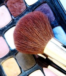 How to Apply Stage Makeup for Men thumbnail